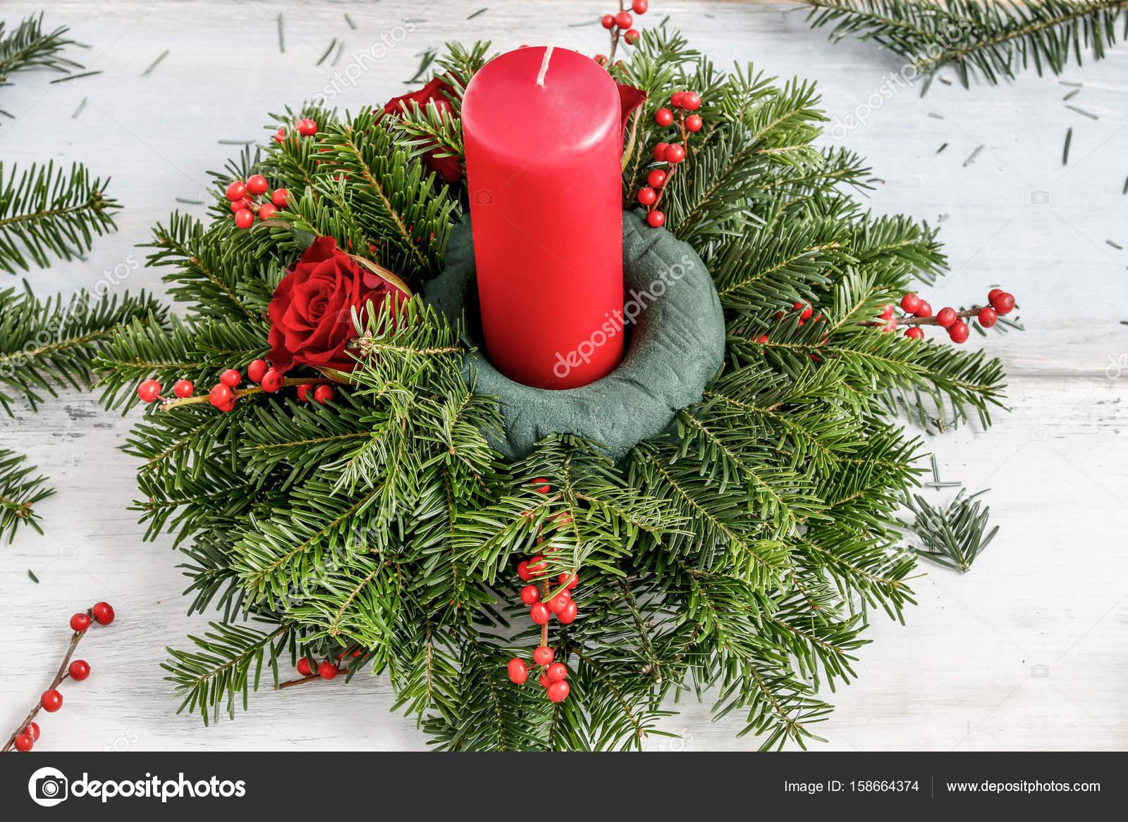 Como hacer centro de mesa navidad con abeto rosas bolas - Preparar mesa navidad ...