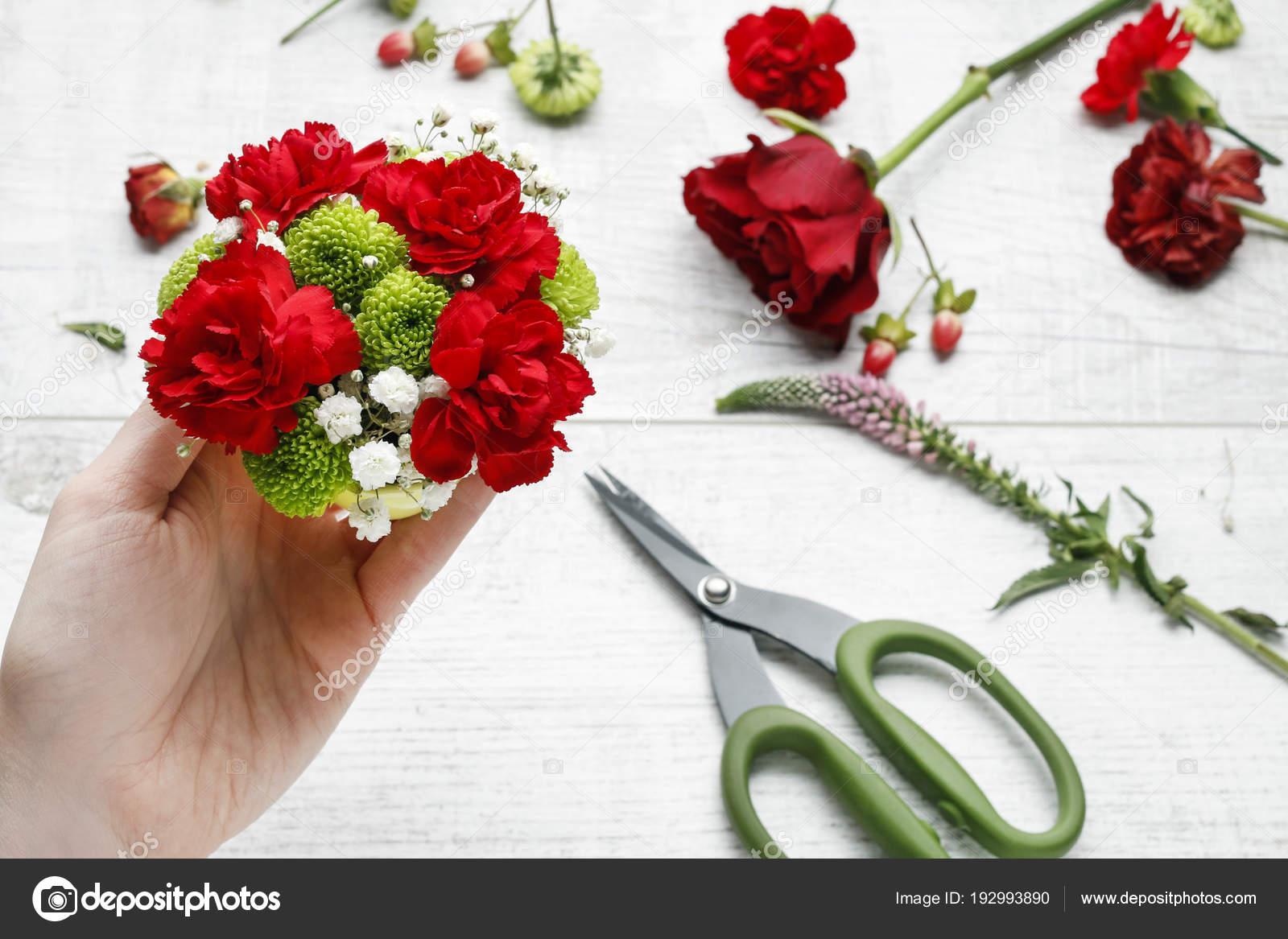 Como Hacer Arreglo Floral Sencillo Fotos De Stock