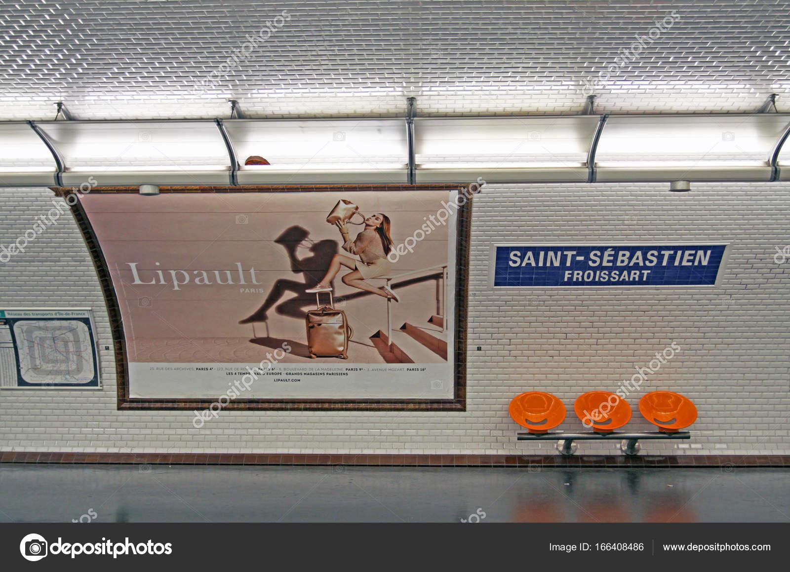 Vintage paris metro station u redactionele stockfoto mauvries