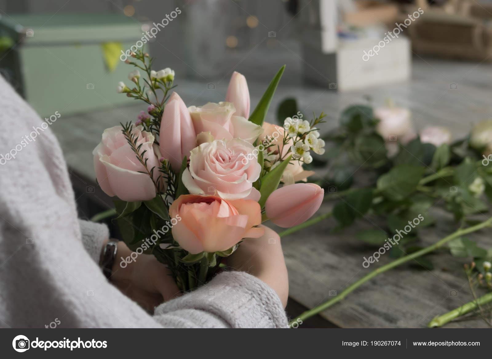 The florist girl packs a bouquet