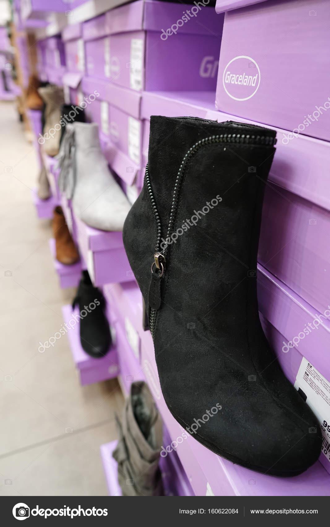 En Editorial Una Zapatería Zapatos De Praga Foto — Deichmann F3c1JTlK