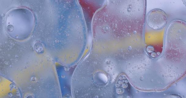 A mozgás oxigén buborékok a folyadékban. Gyönyörű szerkezet a víz makró természetes háttér