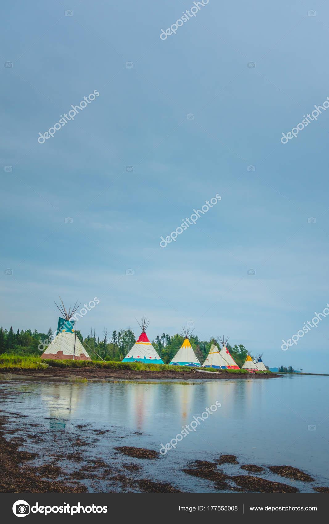 Traditionelle Häuser der Indianer installation — Stockfoto © aetb ...