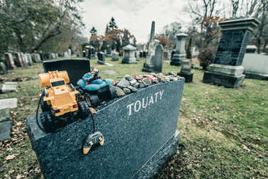 Montreal, Canada - November 30, 2017: Jewish Tombstone with lots of stones and toys on it. The Shaar Hashomayim Cemetery was established in the mid-1860s on the northern slope of historic Mount Royal. stock vector