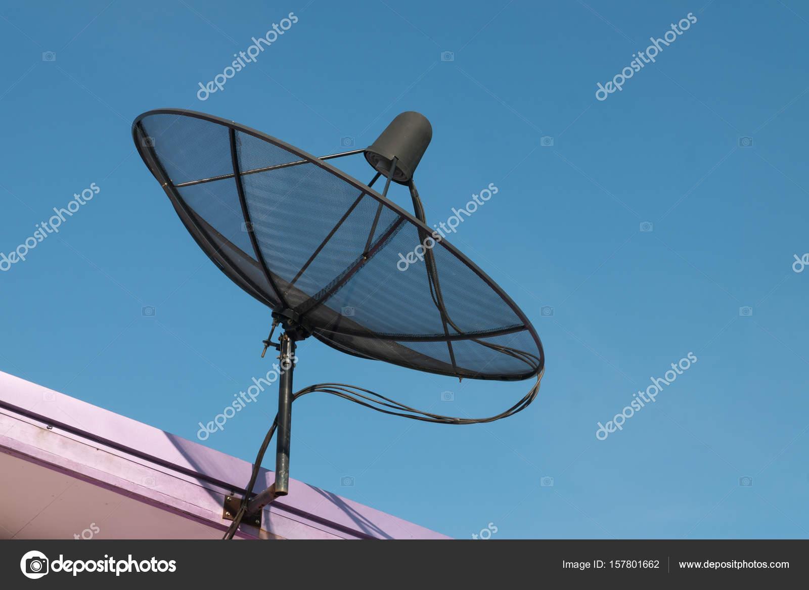 antenne parabolique noir — photographie nikonlike © #157801662