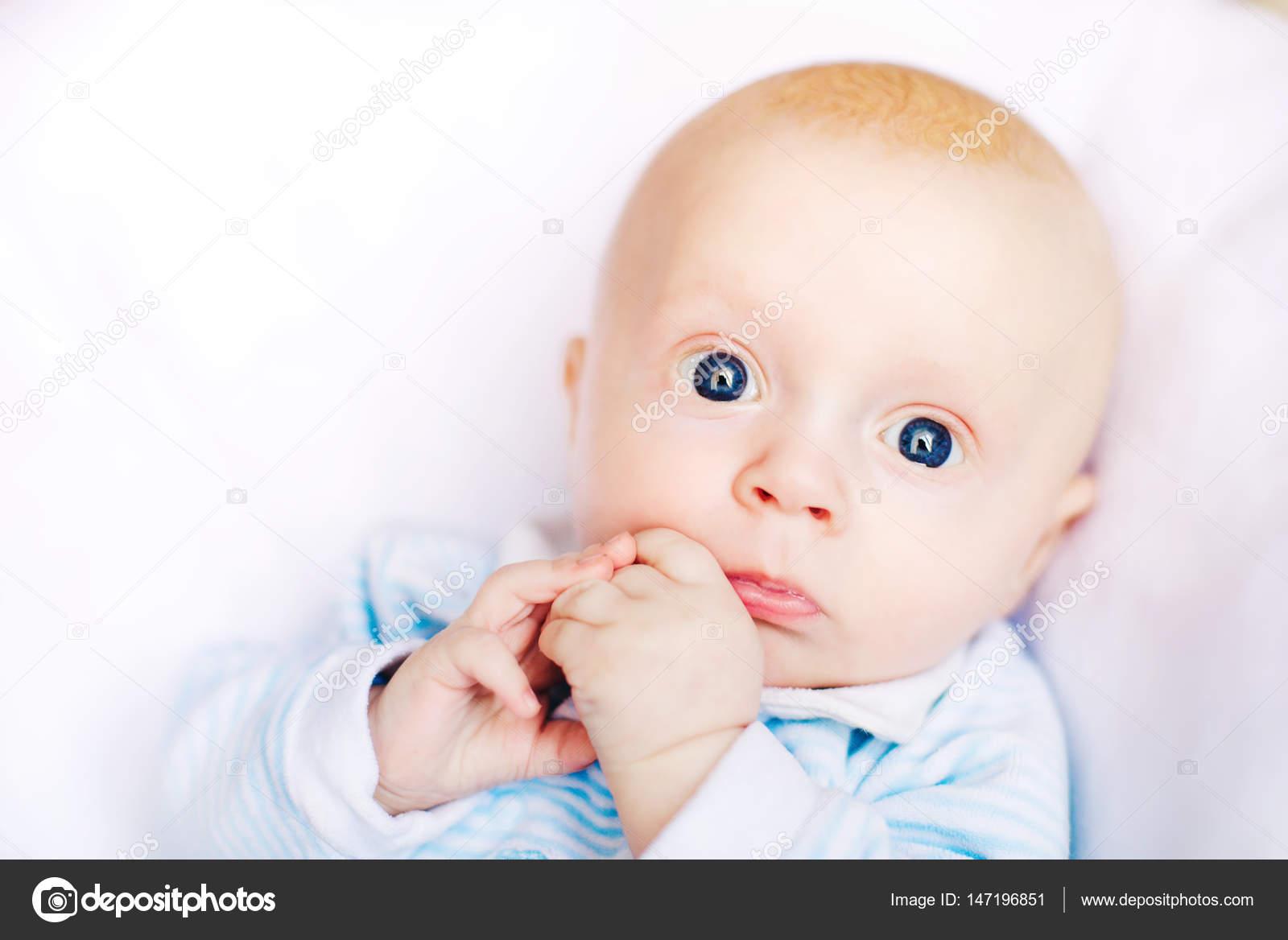 Bebe Adorable En Blanco Dormitorio Soleado Nino Recien Nacido - Cama-para-nios-pequeos