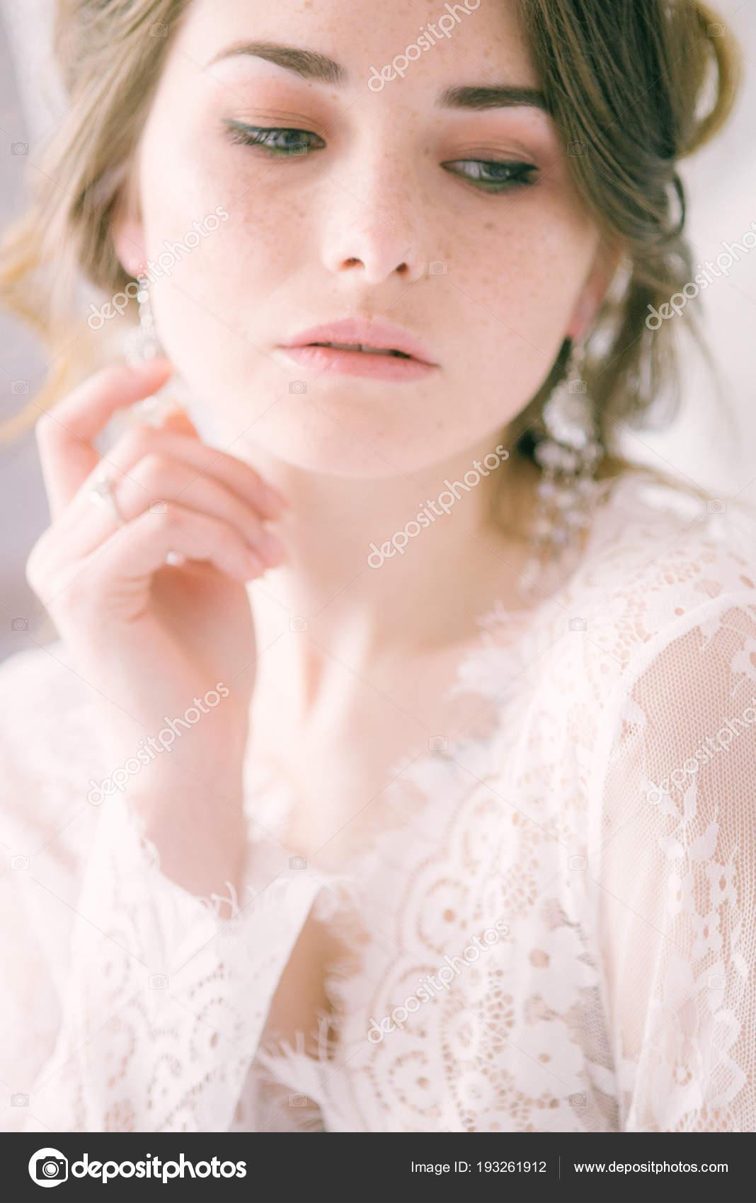 2f6a186bfca Πορτρέτο Του Όμορφη Νύφη Πρωί Της Νύφης Πρωί Του Γάμου — Φωτογραφία ...