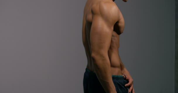Svalnatý trup z profilu