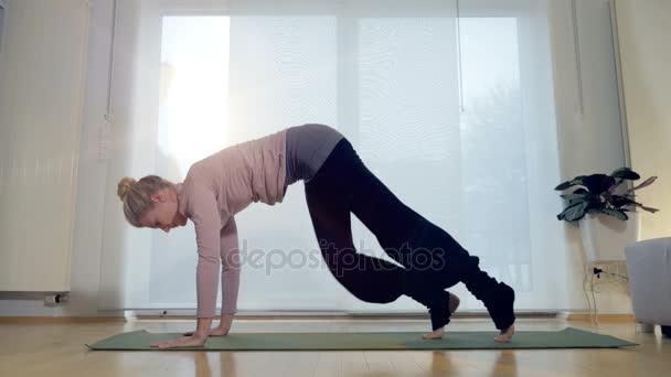 Obývací pokoj jóga: Směřující dolů psa 2