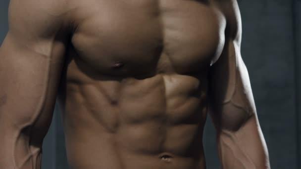 Horní část těla modelu Fitness v detailu