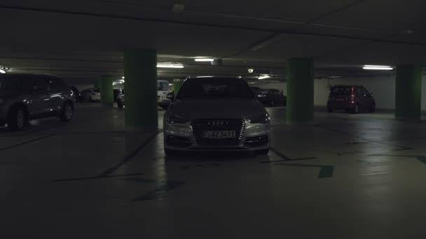 Auto světla blikat a pak sviť