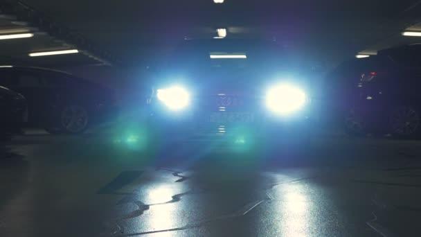 Auto světla jasně blikat při zálohování až