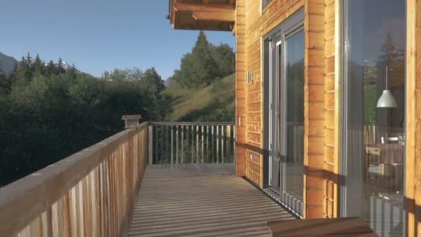 Švýcarská Chata dřevěný balkon
