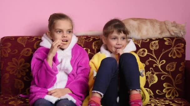 Kleine meisjes zuigen grote lullen