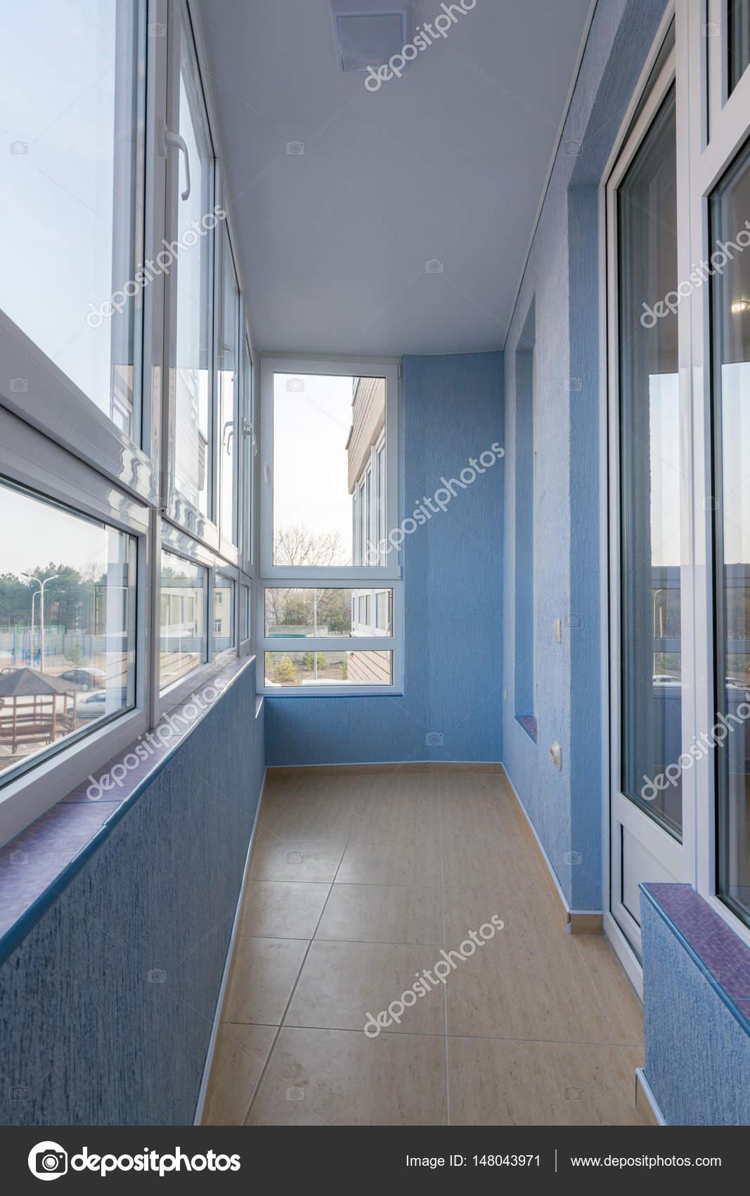 Interni Ristrutturati Balcone Della Casa Di Appartamento Multistory U2014 Foto  Di Madhourses