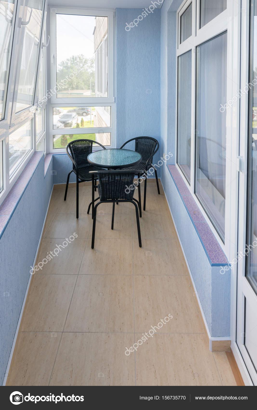 C Modo Balc N En El Piso De Una Casa De Varios Pisos Foto De Stock  -> Fotos De Piso Para Casa