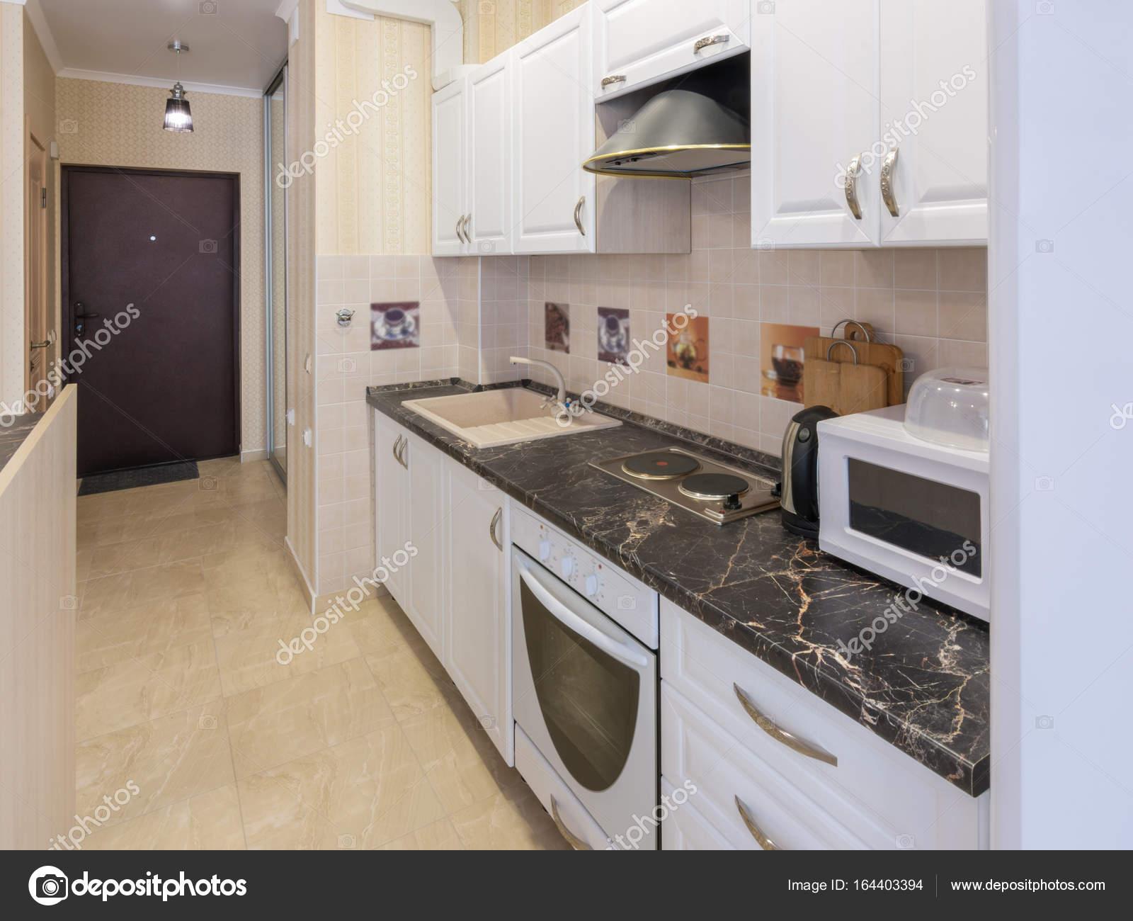 Wnętrze Apartament Widok Z Kuchni Do Drzwi Wejściowych