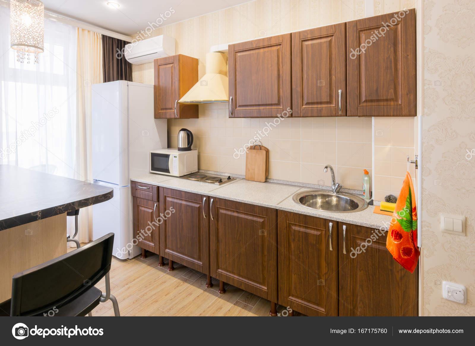 Interior De Uma Moderna E Espa Osa Cozinha Barata Fotografias De