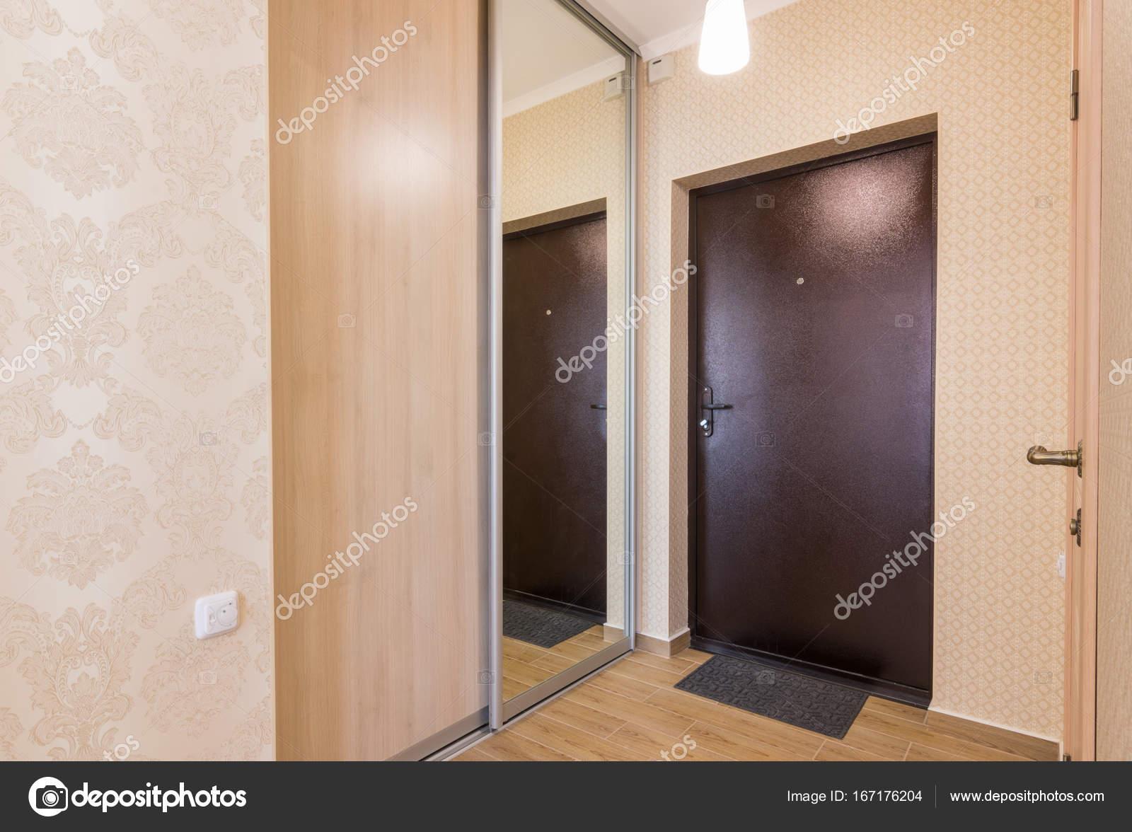 Entrée couloir, intérieur, entrée porte et intégrable penderies ...