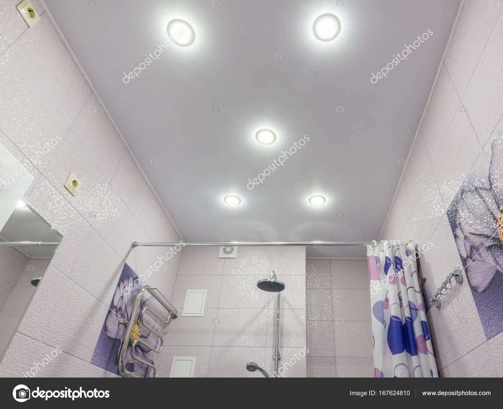 Stretch plafond in de badkamer — Stockfoto © Madhourses #167624810