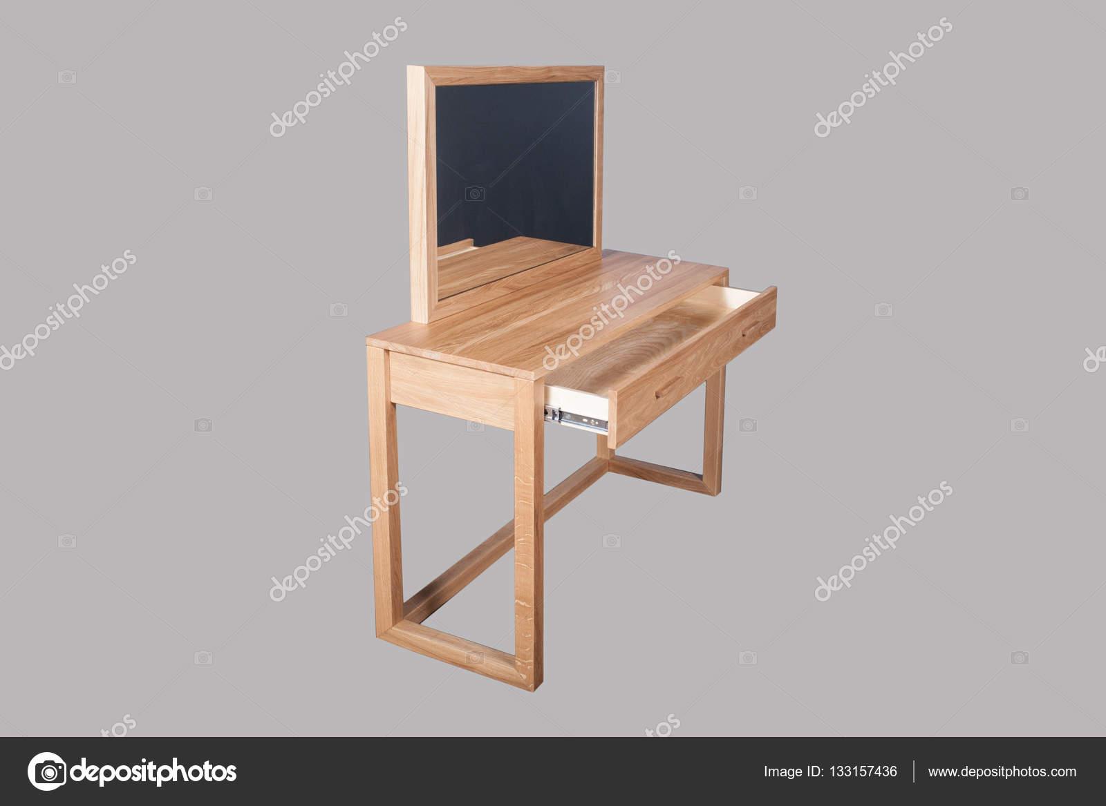 Espejo en marco de madera y una mesa de roble — Fotos de Stock ...