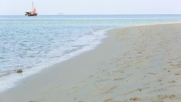 mořská voda na pláži