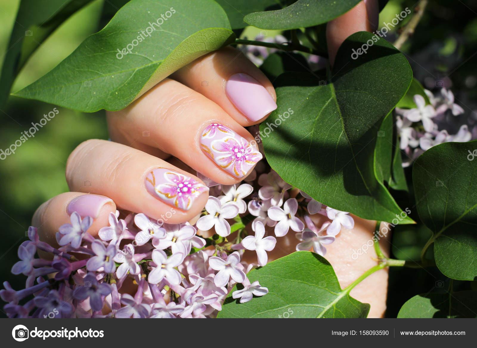 Uñas con diseño natural - shilak — Foto de stock © Bagira262626 ...