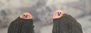 different smileys on toes