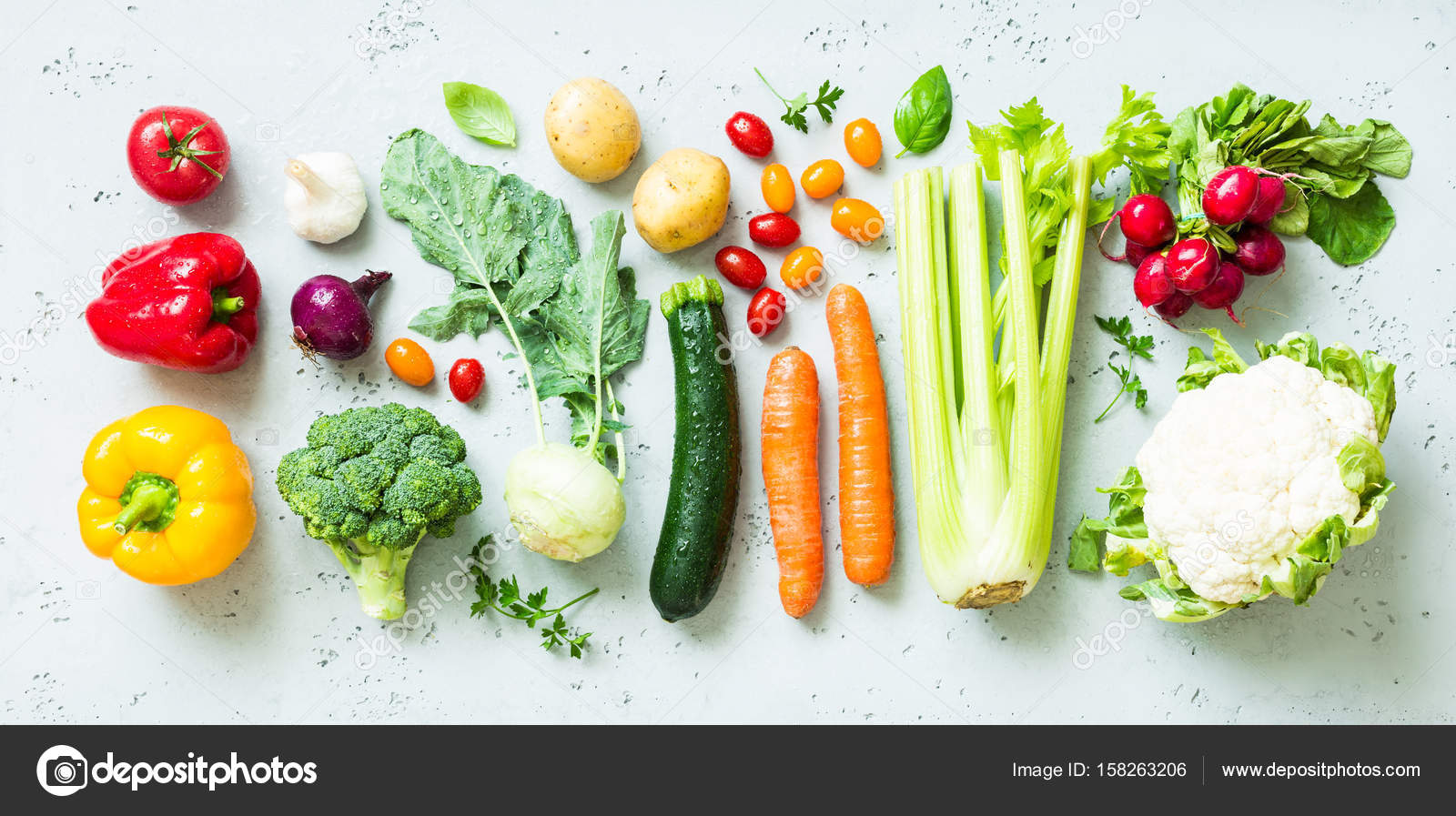 Kitchen   Fresh Colorful Organic Vegetables On Worktop U2014 Stock Photo