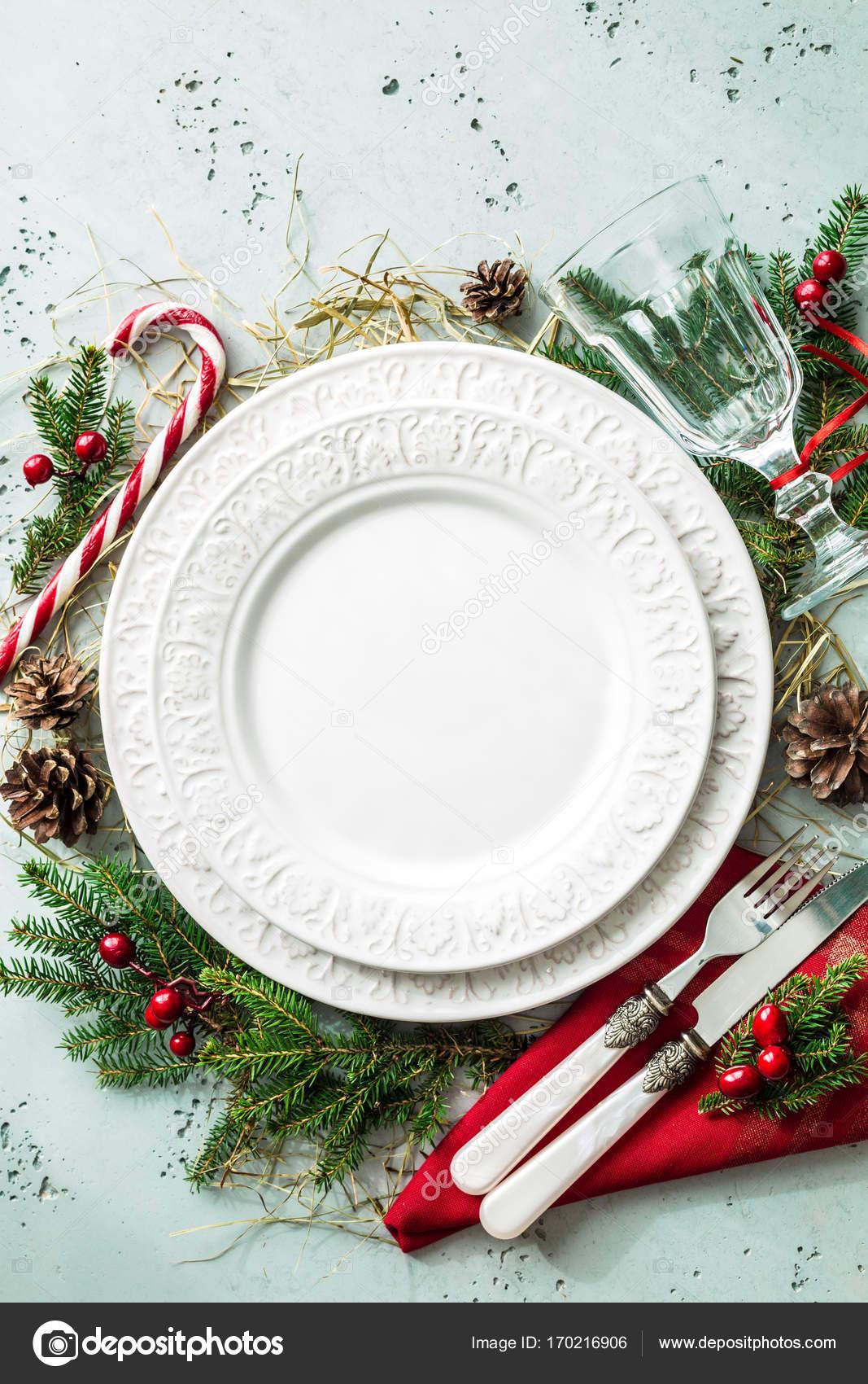 Elegant christmas table setting design (top view, flat lay) — Stock ...