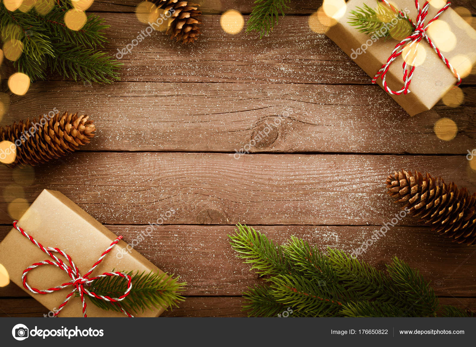 Regali Di Natale In Legno.Regali Di Natale In Scatola Kraft Sulla Tavola Di Legno Dell Annata
