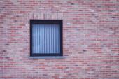 tégla fal ablak