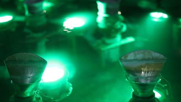 Primo piano della fontana acqua dettagli luci illuminazione