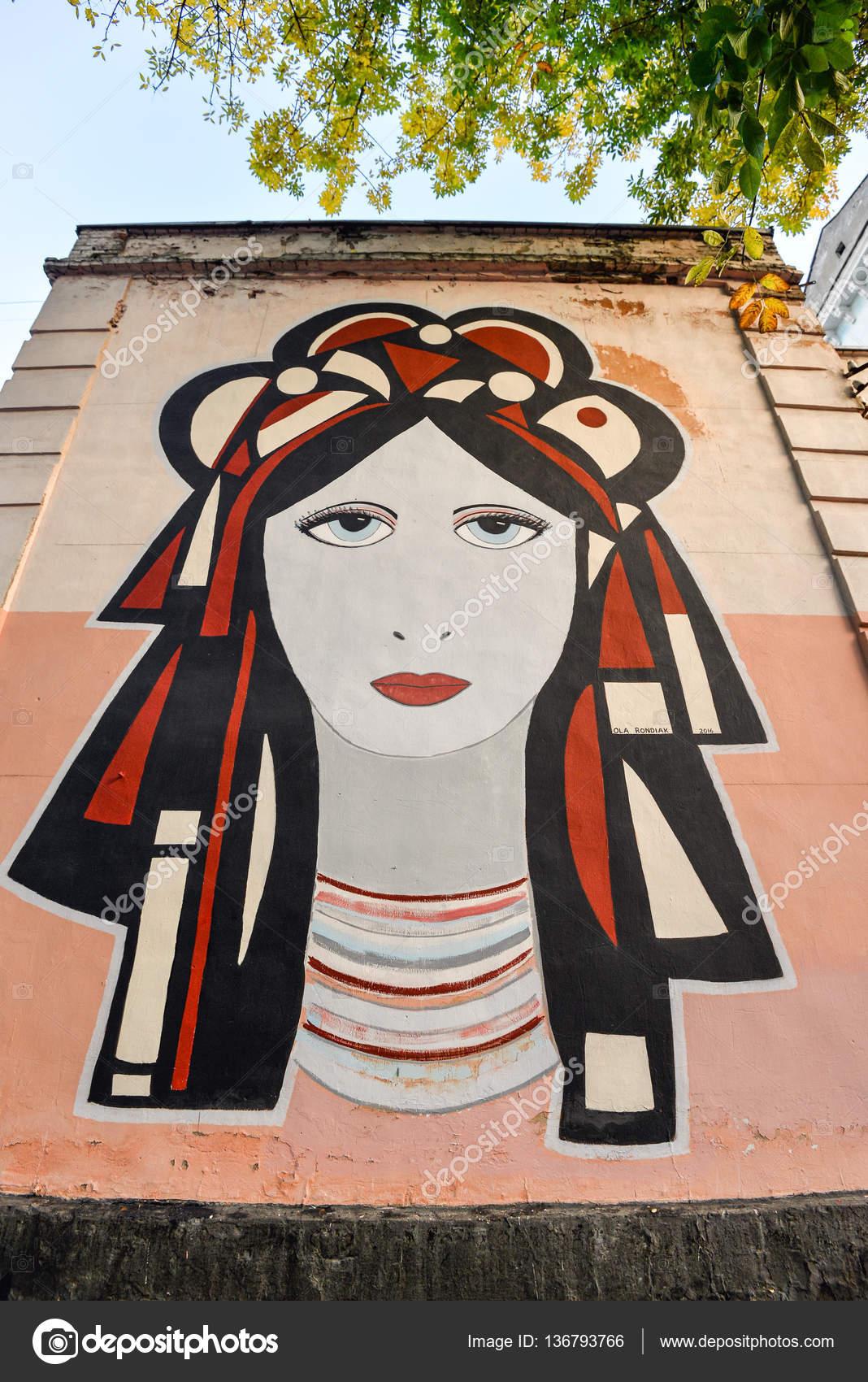 Street Art Malerei Auf Einem Haus An Der Borisoglebskaya 10 Straße In Kiew.  Graffiti