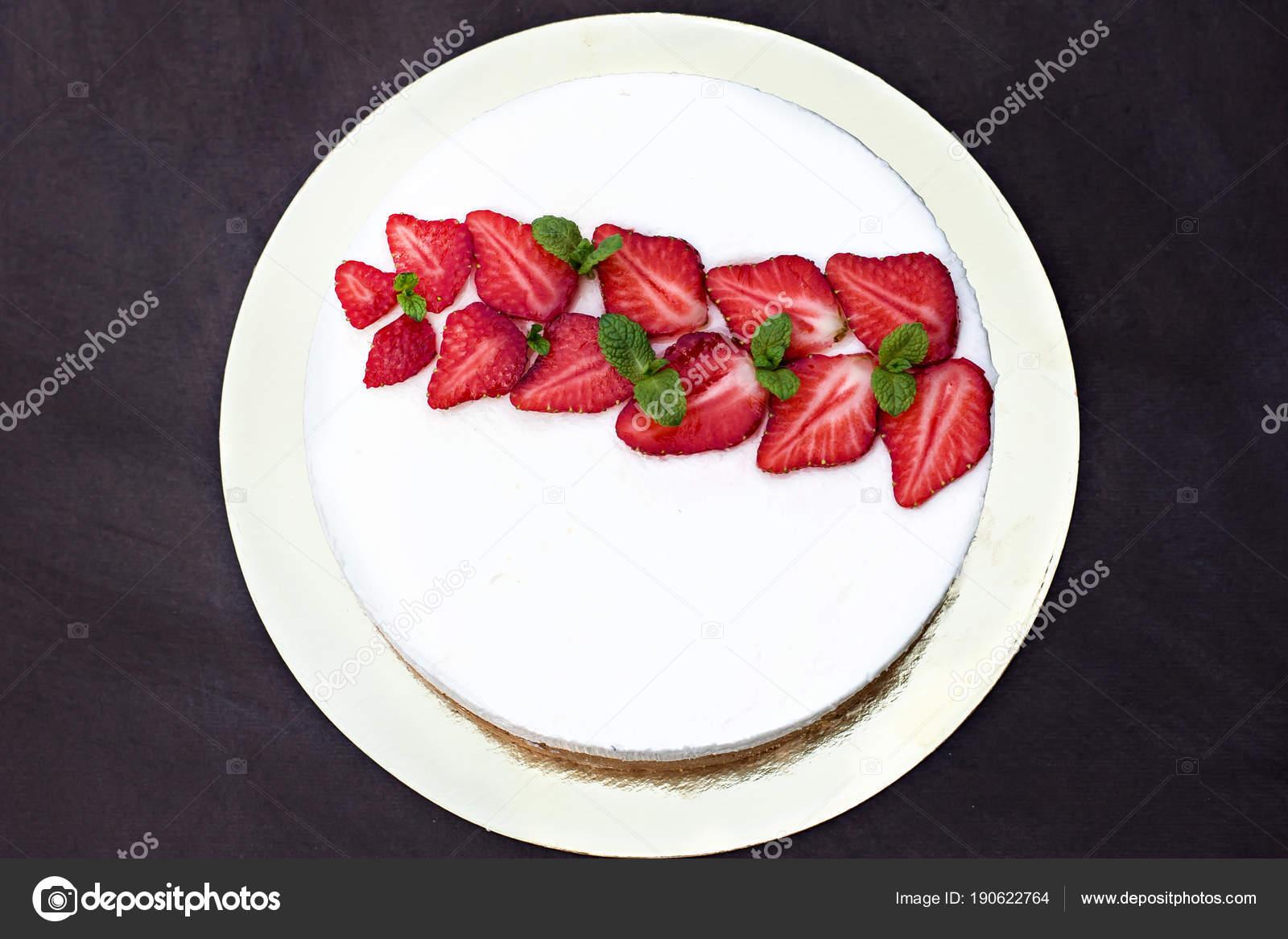 Kasekuchen Mit Erdbeeren Kuchen Mit Erdbeeren Verziert Stockfoto