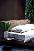 lila ágy készlet egy gyönyörű minimalista belső