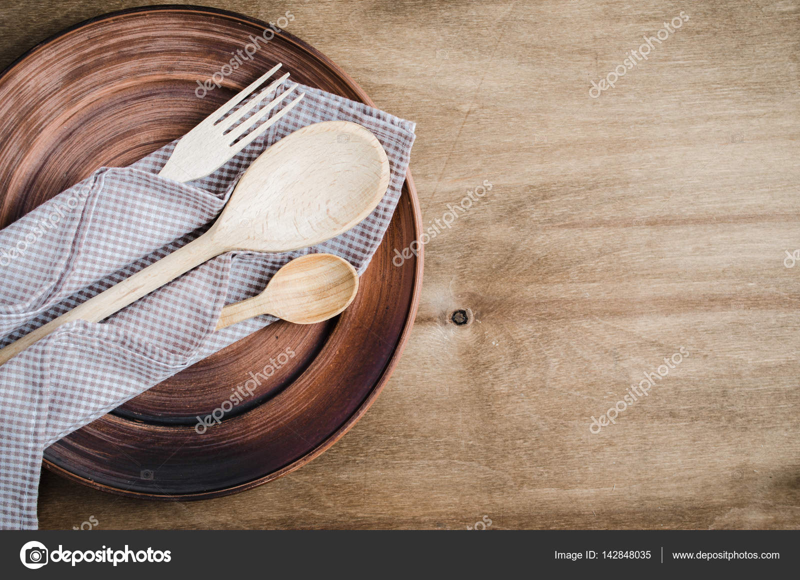 Rustikale Küchenutensilien. Haushaltswaren — Stockfoto © Allchonok ...