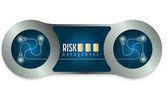 Dva kovové rámečky a slova řízení rizik