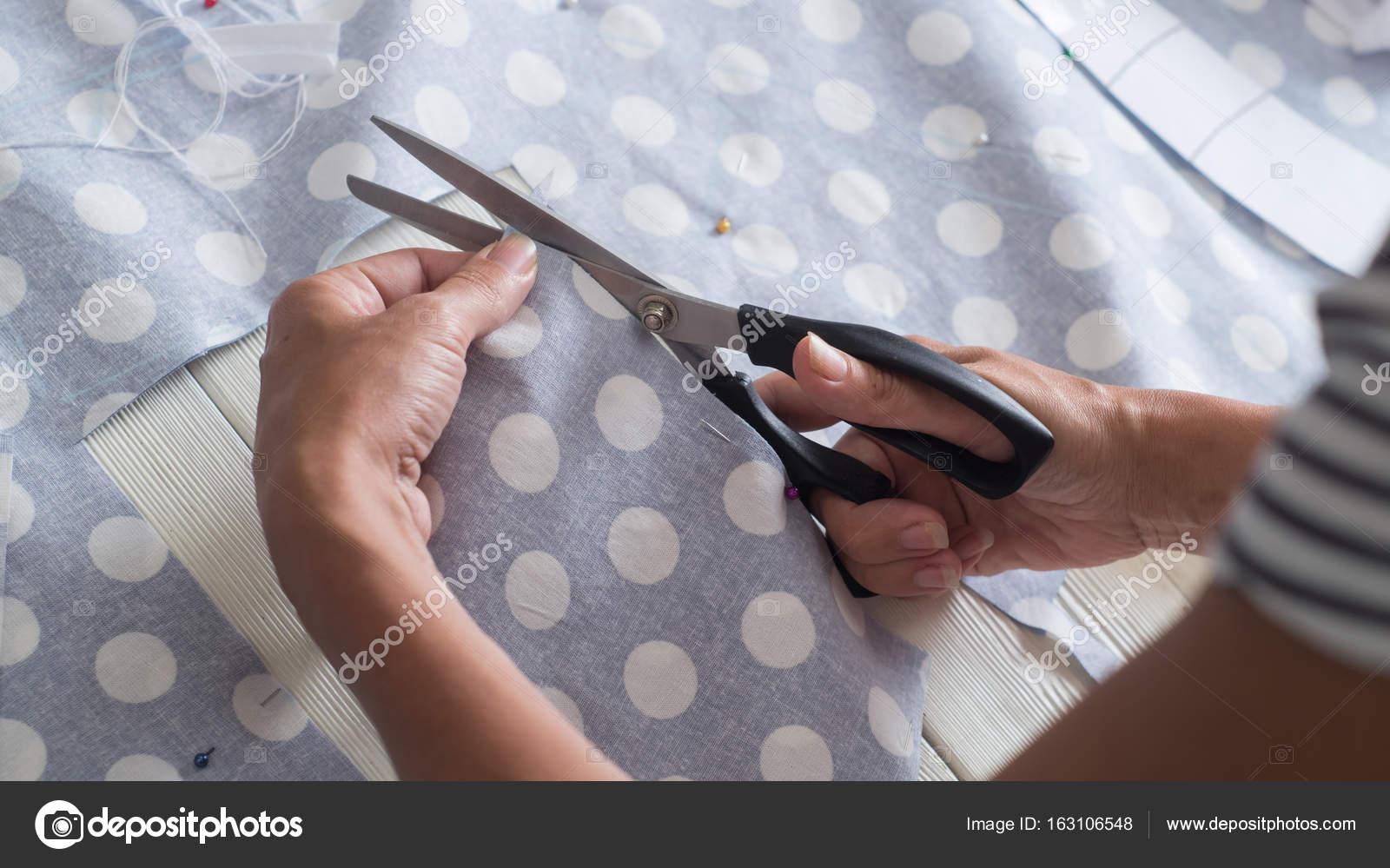 Schneiden Stoff Polka Dot Muster nähen — Stockfoto © duh84 #163106548