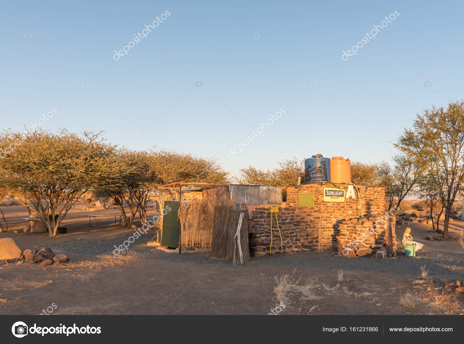 Sunset view of the toilets and showers at Garas Park – Stock ...