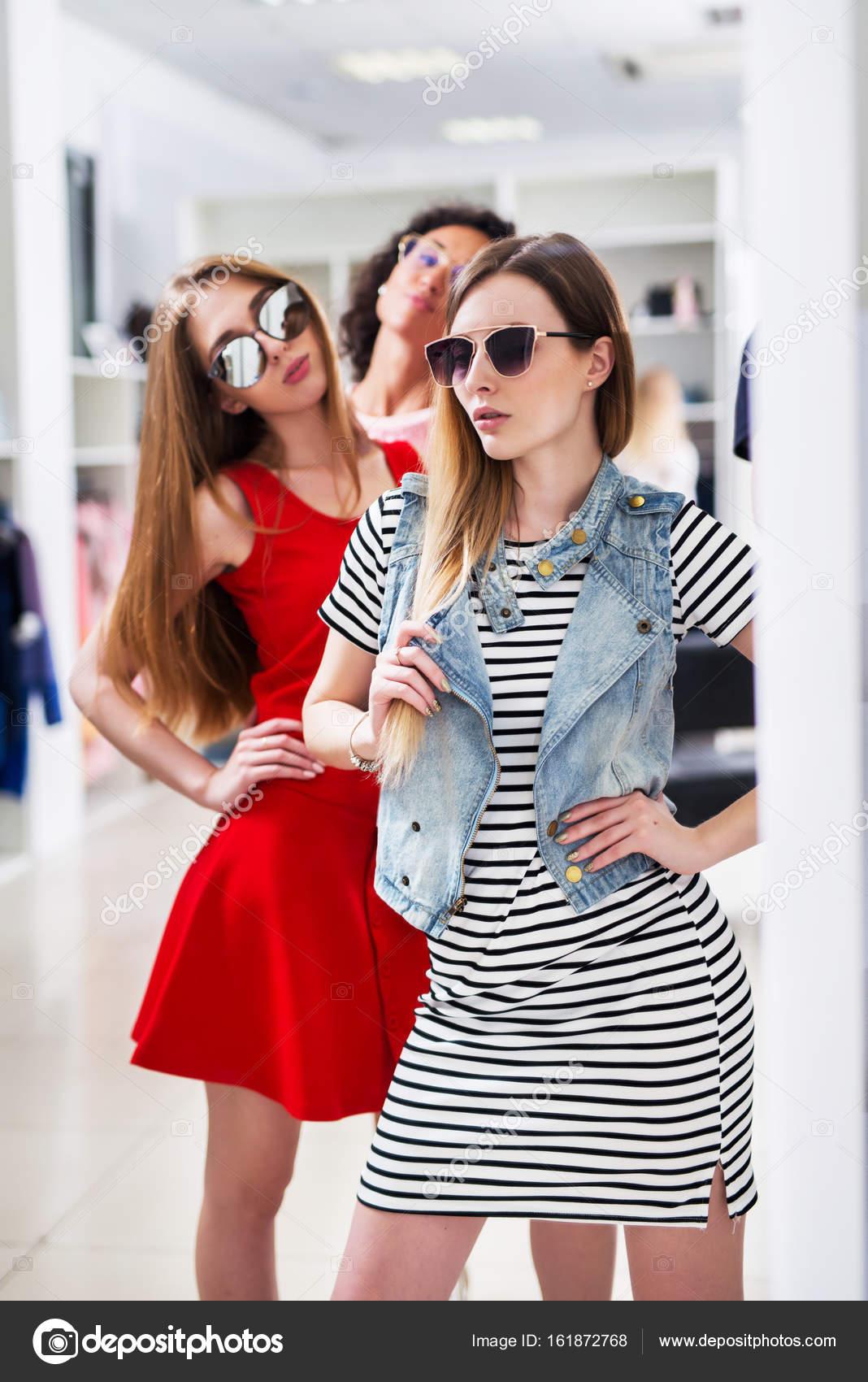 Fotos Ropa Ala Moda Para Mujeres Caliente Las Mujeres Jóvenes De