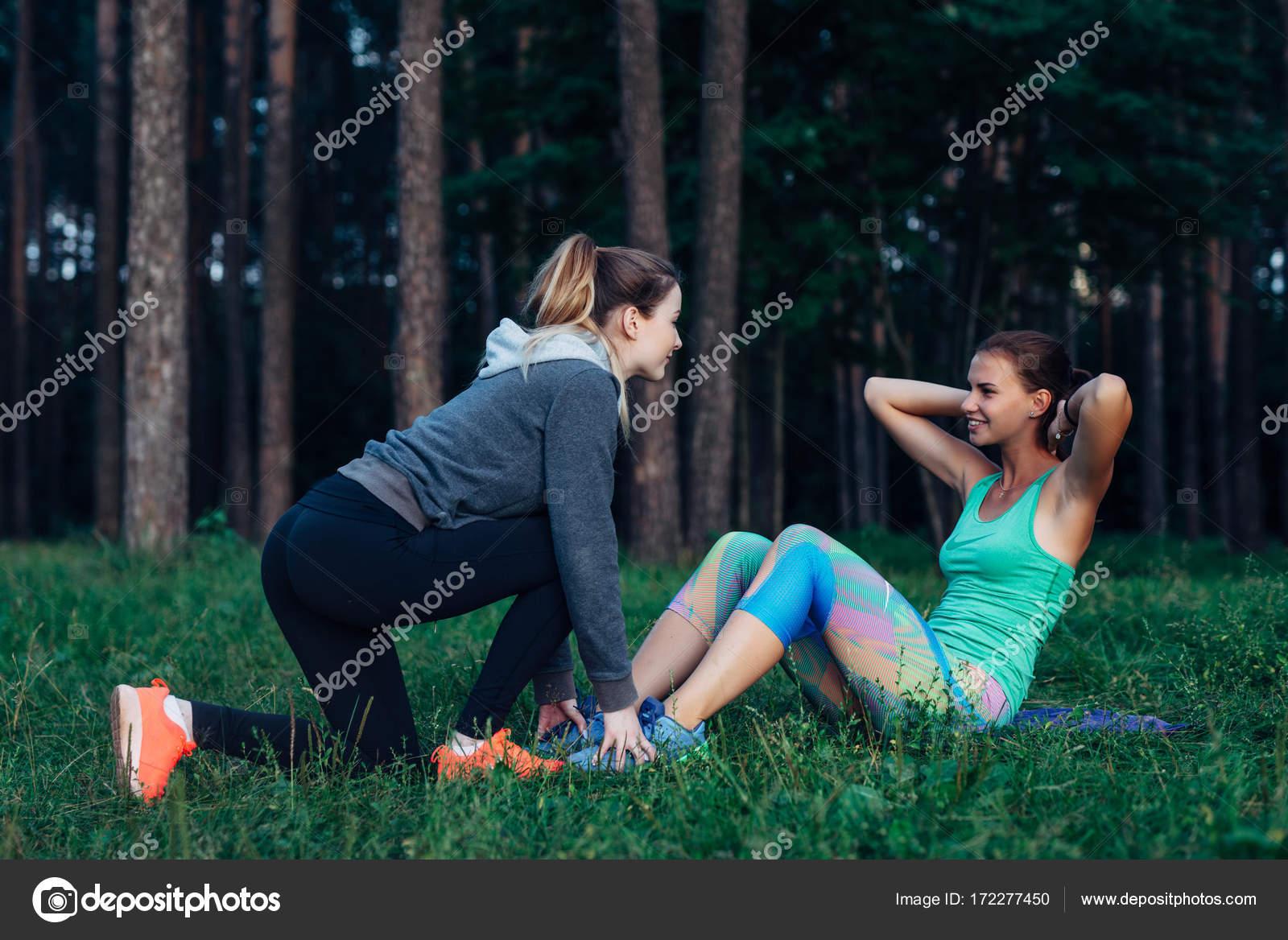 Секретарш русских фото две подружки только ноги частной жизни