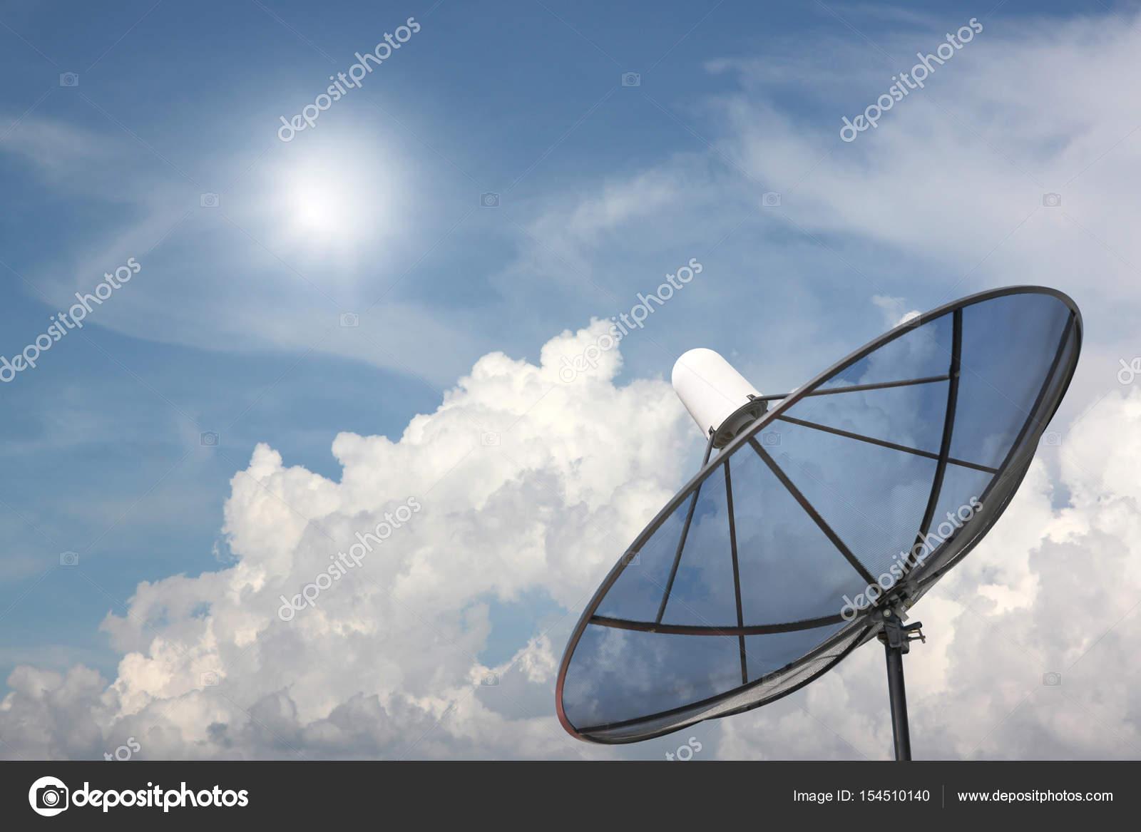antenne parabolique noir — photographie meepoohyaphoto © #154510140
