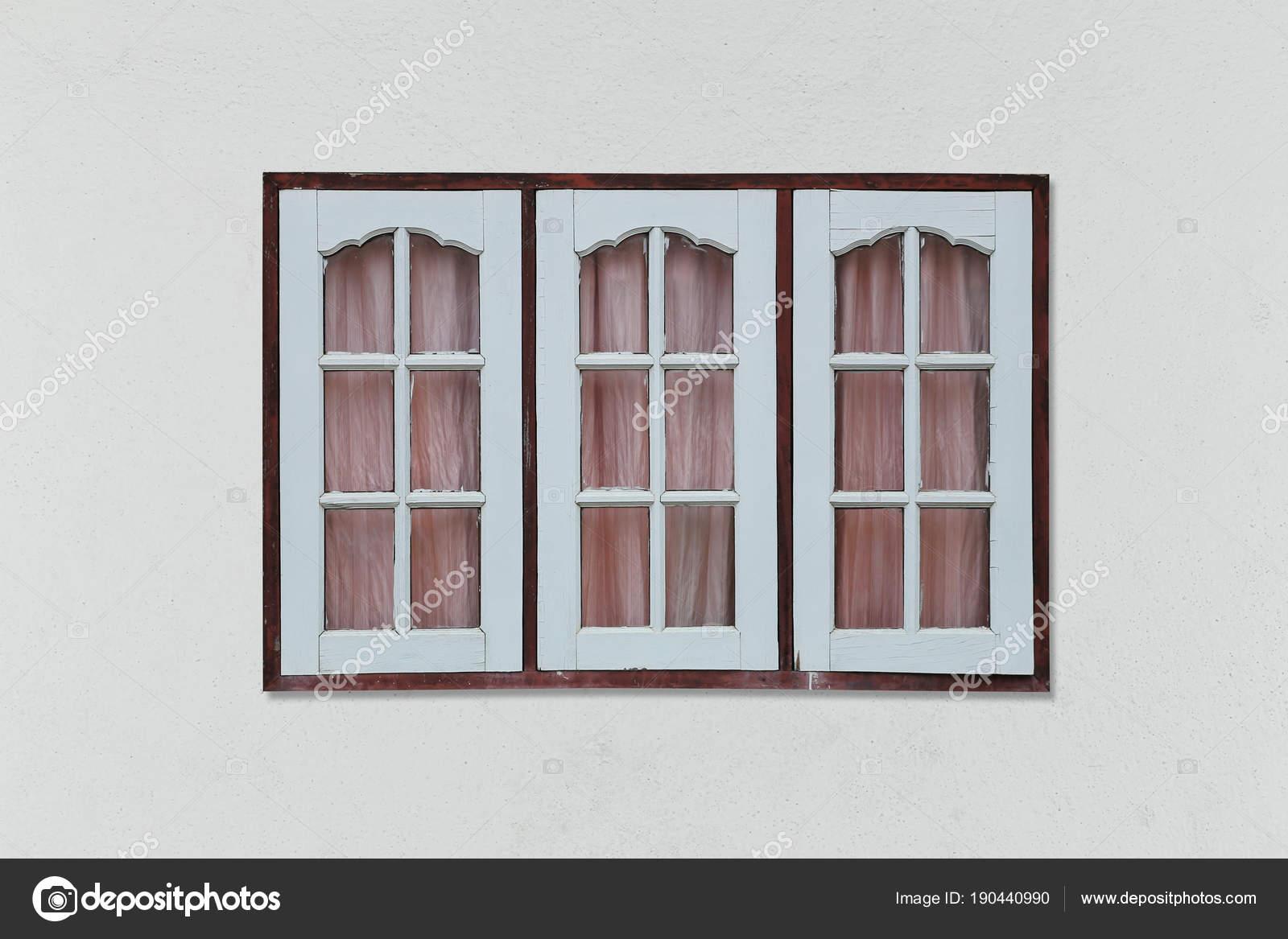 40da5c5b0 Staré retro dřevo okno na šedé stěně pozadí a mají clippin– stock obrázky