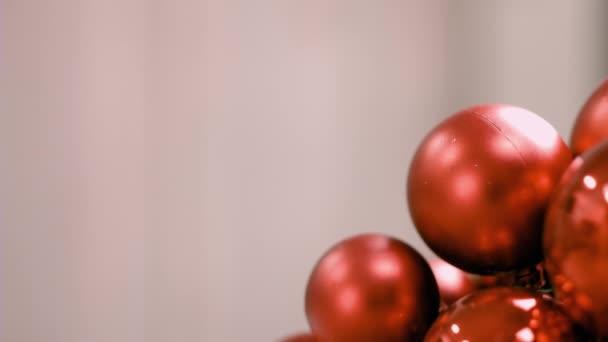 rote Christbaumkugeln mit Kopierraum Hintergrund