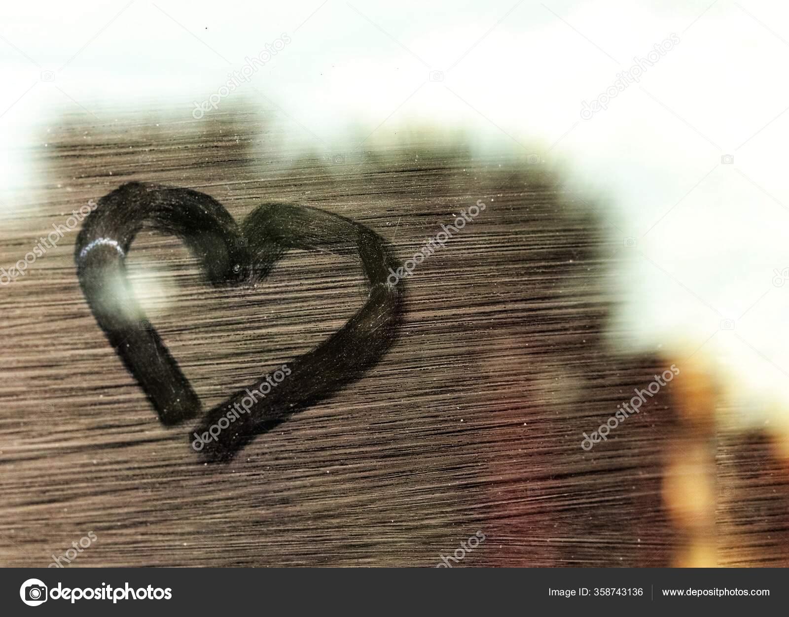 фото рисунок сердца на мост стадионы
