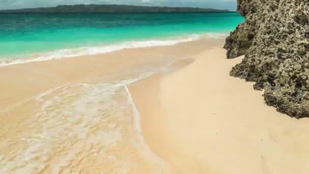Pláže a tropické moře na ostrově Boracay, Filipíny. 4 k Timelapse - srpen 2016, Boracay, Filipíny
