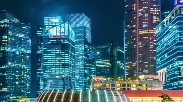 Timelapse osvětlené moderní mrakodrapy v Singapuru. Srpna 2017