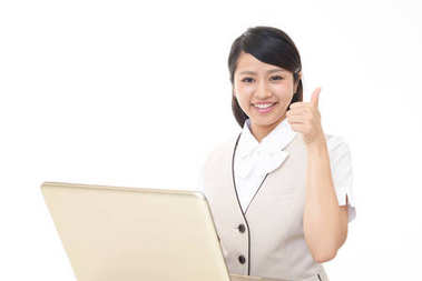 The female office worker who poses happy