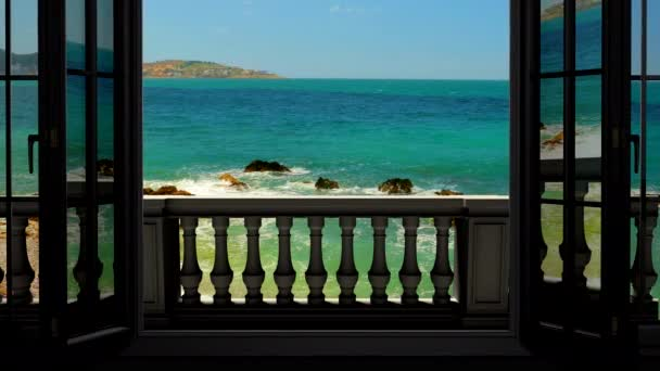 výhledem na moře z okna